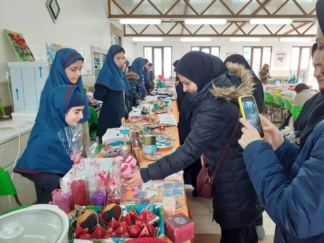 بازارچه کار آفرینی روز سه شنبه 30 ام دی ماه و بازدید مسئولین آموزش و پرورش